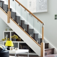 Fusion staircase with glass balustrade